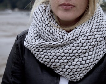 Women's Oversize Cotton Infinity Scarf Knitted in Pearl and Slate Grey