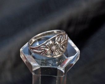 Silver Flower Ring Size T (9.5)