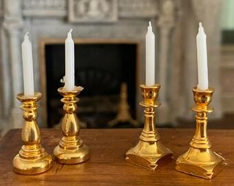 Dolls House brass candlesticks con candele 1:12 Accessorio in miniatura