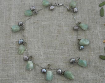 Green nephrite and grey pearl necklace choker