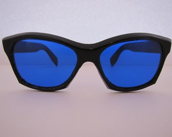 253904a560b Vintage 1960 Madonna Style Sunglasses (30101B BL) Italy