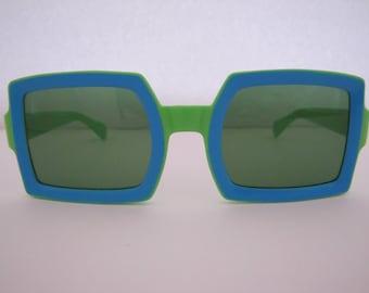0989be24e951a Vintage 1960 MOD Italian Square Sunglasses (532GB G)