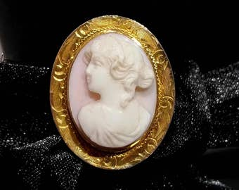Unique Vintage Pink shell Cameo Brooch 10k gold pendant Mothers Day gift for Graduation Gift for women Fairytale gift Birthday Gift for wife