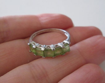 Sterling Silver Green Peridot gemstone band Ring size 8
