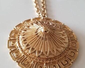 Monet Gold Tone vintage Necklace