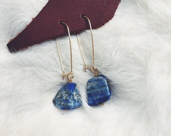 Lapis drops on 14kgold wire / Stone Earrings / Lapis Lazuli / Lapis and Gold Earrings