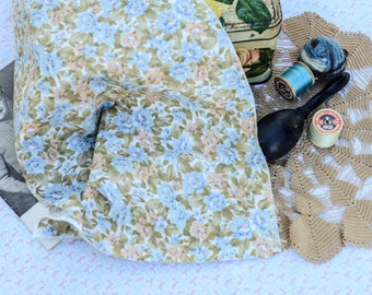 Vintage cotton floral print, 60s fabric, 50s fabric, 40s fabric, retro quilting fabric