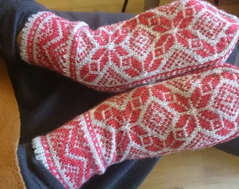 Floral patterned hand knitted mittens, baltic mittens, scandinavian mittens