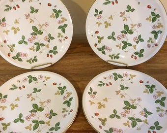 Vintage Wedgwood England Earthenware Wild Strawberry Pattern Dinner Plates 1970s 1980s