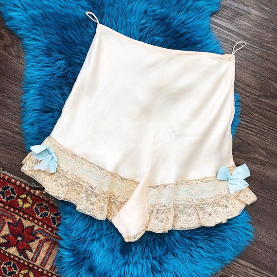 Vintage Circa 1940s Silk Tap Pants, Lace and Bow D