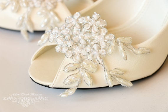 White silver rose clips Wedding shoe clips Daily shoe clips -Handmade Leather Shoe Clip Rose shoe clip Set of 2 Flower shoe clip