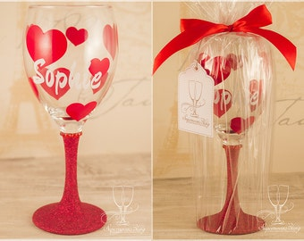 Hearts with name- Personalised glitter wine glass