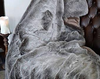 Latte faux fur throw