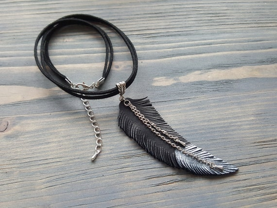 Leather feather necklace. Black choker. Leather choker. Boho choker necklace. Feather necklace. Tribal necklace. Bohemian choker necklace.