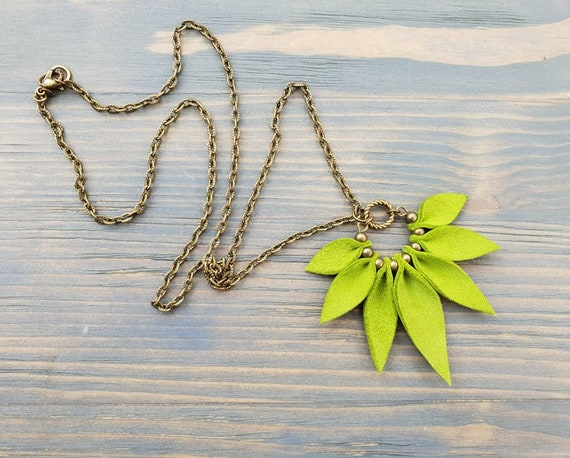 Green Leather Necklace, Green Necklace, Bronze Chain Necklace, Boho Necklace, Boho Jewelry