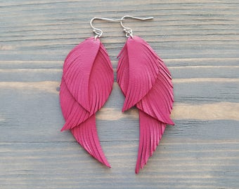 Fuchsia pink earrings. Pink leather earrings. Leather feather earrings. Long feather earrings. Bohemian earrings. Boho earrings. Boho chic.