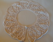 Gorgeous Vintage Hand Crocheted 4 Wide Collar Natural Color in the Pineapple Design Pattern. Crochet covered button. FREE USA Shipping
