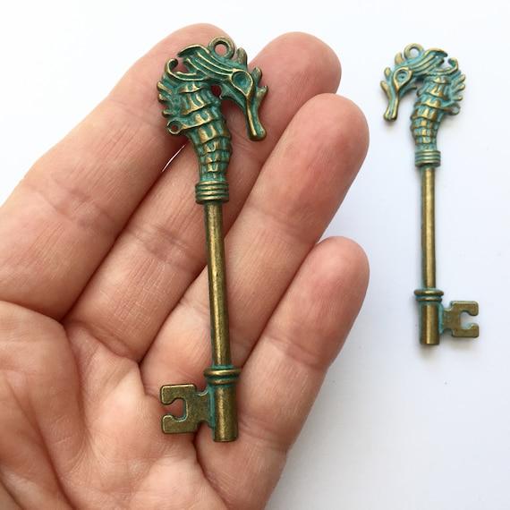 2 Schlüssel antik Bronze im Royal-Stil