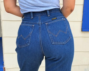 Wrangler Jeans Size 28, Vintage High Waisted Wrangler Jeans in Size 28, High Waisted Cropped Raw Hemline Jeans Size 28, Wranglers 28