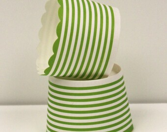 Cupcake Baking Cups, 20 Green Circle Stripe Cupcake Cups, Paper Candy Cup, Muffin Cup, Party Nut Cups, Green Paper Cup, Holiday Cupcakes