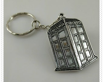 Doctor Who / TARDIS Antique Silver Key Chain