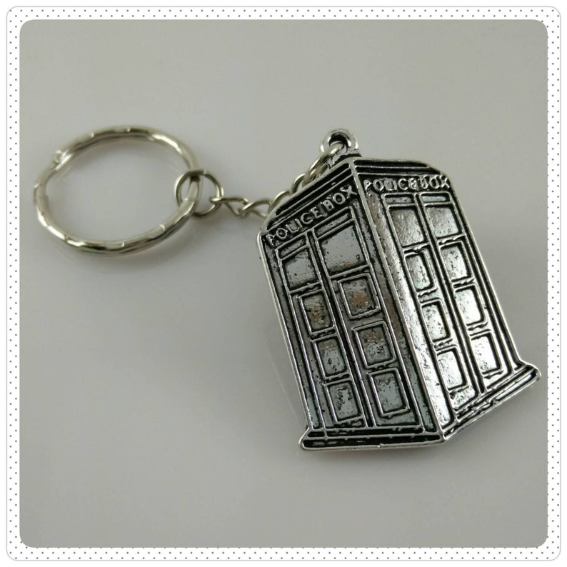 Doctor Who / TARDIS Antique Silver Key Chain image 0