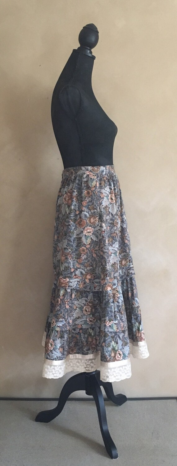 Vintage Prairie Skirt Floral Print With  Lace Trim