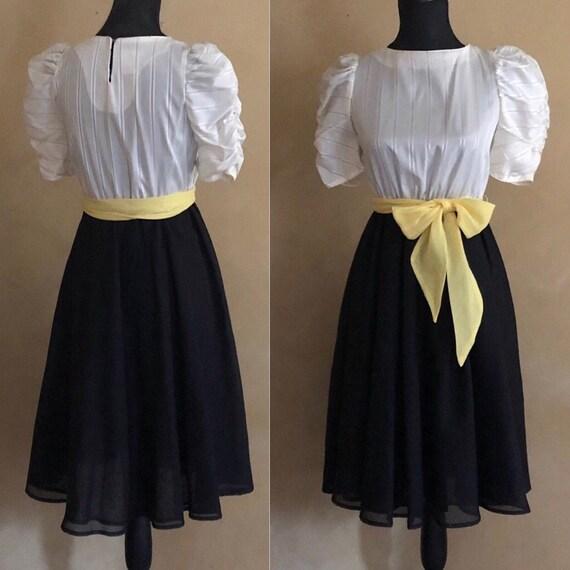 Vintage 1980's Puffed Sleeve Dress - Label: Jodeen