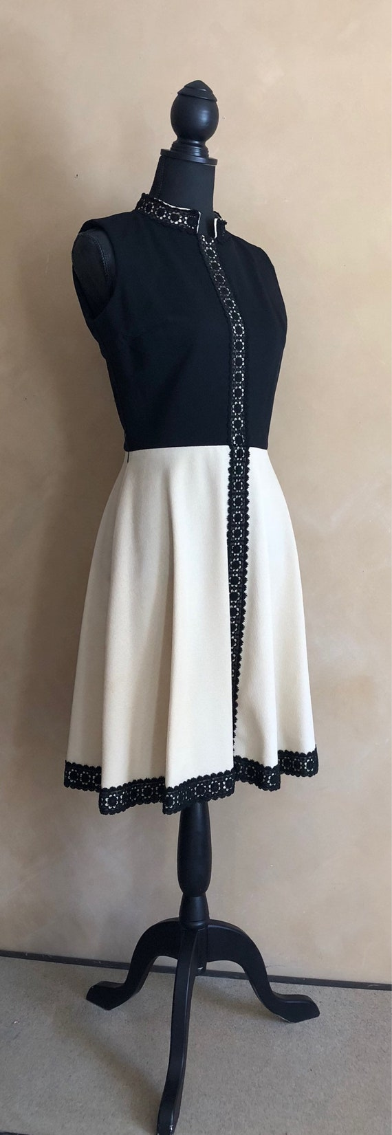 Vintage 60's Spring Dress with Black Daisy Lace Trim