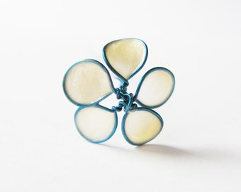 This hair stick, turquoise and ivory, 6 x small flowers