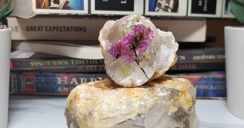 PERFECT for MOTHER/'S DAY Crystal Shaped Oval Resin Pendant Filled with dried Purple Flowers and Peridot Chips