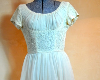 1950's EMMA DOMB Wedding Dress This is such a lovely example of Emma Domb's Elegant Designer Style, Simple Yet Beautiful Ivory Lace Detail !
