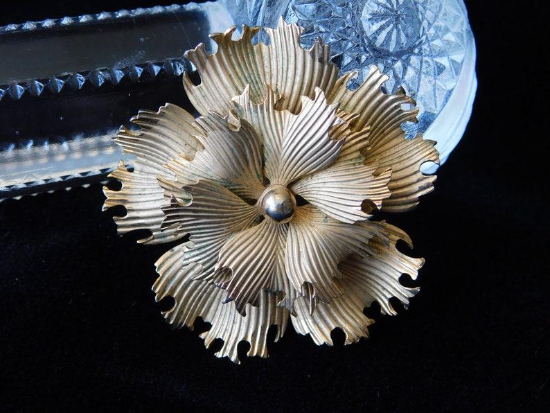 Bridal Bouquet Wedding Vintage Retro Unsigned Gold Tone Flower Pin Brooch Chrysanthemum Floral Ruffled Textured 1-34 Diameter