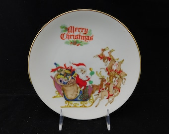 """Vintage Merry Christmas Santa with Reindeer Plate by The Egg Lady Connie Baranyk - 8-1/2"""" Diameter - Sleigh, Presents, Collectible"""