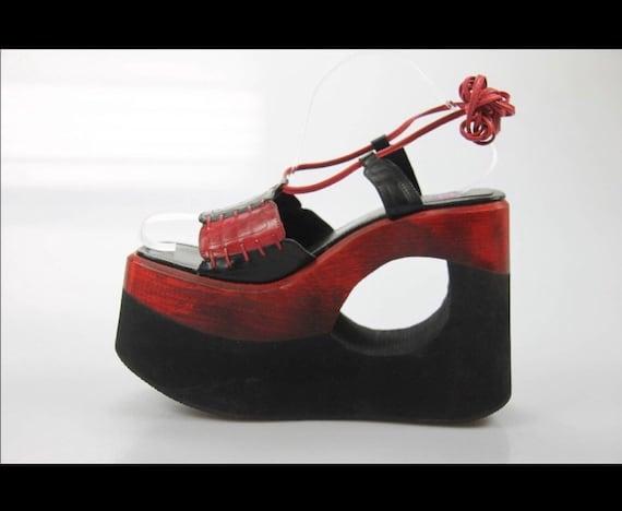 Buffalo London platform vintage red black leather