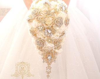 Authentic Vintage Bridal Flower White and Cream Bouquet with Tulle /& Satin and Pearls  AS185