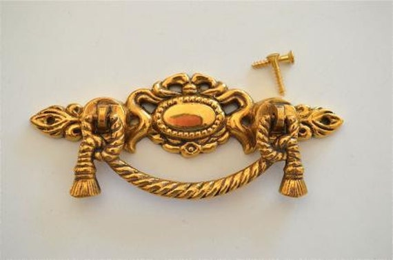 PAIR OF ANTIQUE STYLE CLASSIC LARGE CABINET DRAWER HANDLE CAST IRON PULL CUP CH5