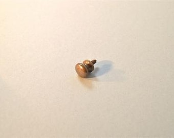 A lovely quality antique style brass furniture knob K29