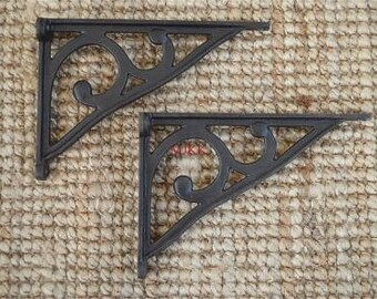 Pair of simple Edwardian style cast iron shelf brackets AL31