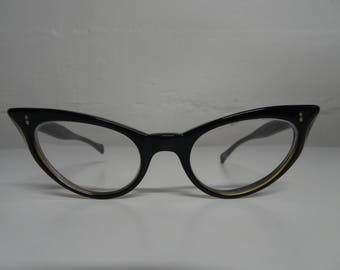 5d97e79a1e Universal Wildcat Pointy Cat Eye Eyeglasses Black   Gold