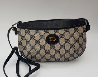 c5bfd468a8c GUCCI Bag. Gucci GG Supreme Vintage Monogram Navy Shoulder Bag  Clutch .  Italian designer purse.