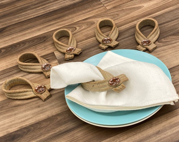 Vintage Seashell Napkin Rings 6 piece set, cottage chic, Beach decor, Figural Ceramic Napkin Holders