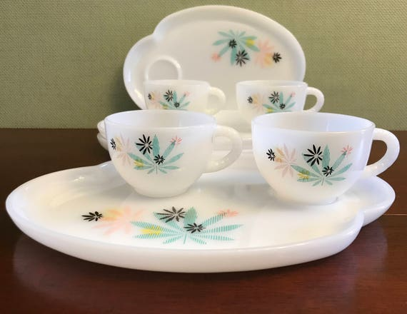 Atomic Flowers snack set, Federal Glass, 1950s Turquoise and pink flower luncheon trays, Vintage Milk glass Snack set, Retro, set  of 4