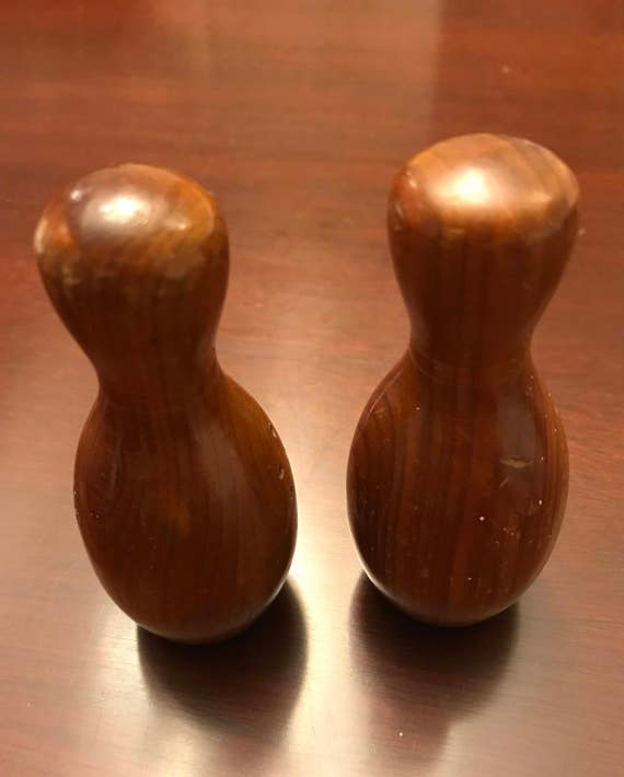 Vintage Bowling Pin Salt Pepper Shakers, Kitschy souvenir salt and pepper sets, wooden bowling pins, Collectible salt and pepper set, Gift
