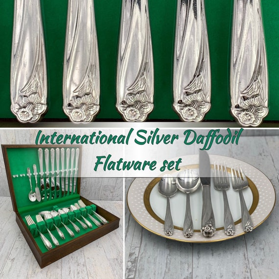 Vintage Daffodil Silverware Set in Silverware Chest, Rogers Bros Flatware, Service for 8, Spring silverware, Easter Table Decor