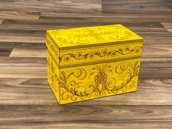 Vintage Recipe Box, Yellow Tin Recipe card file,  Country Kitchen Storage, Rustic Farmhouse decor
