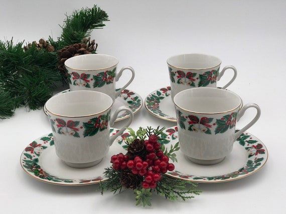 Vintage Christmas China Teacups and saucers,  set of 4 Royal Majestic Holiday Cheer pattern Gold trim, Holiday Tea party