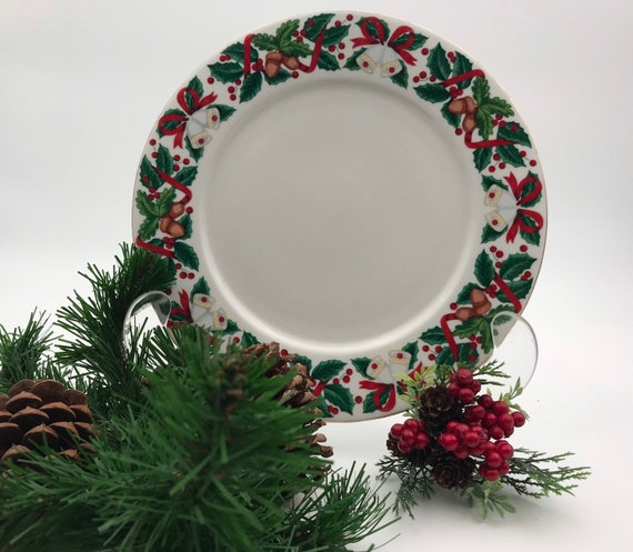 Vintage Christmas China 1 Dinner plate Royal Majestic Holiday Cheer pattern Gold trim, replacement plate Holiday Dinner