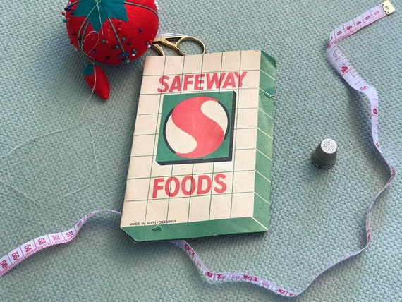 Vintage Sewing Needle Case, Advertising collectible needle case, Safeway promo Sewing Needles, Sewing Room decor, gift for her
