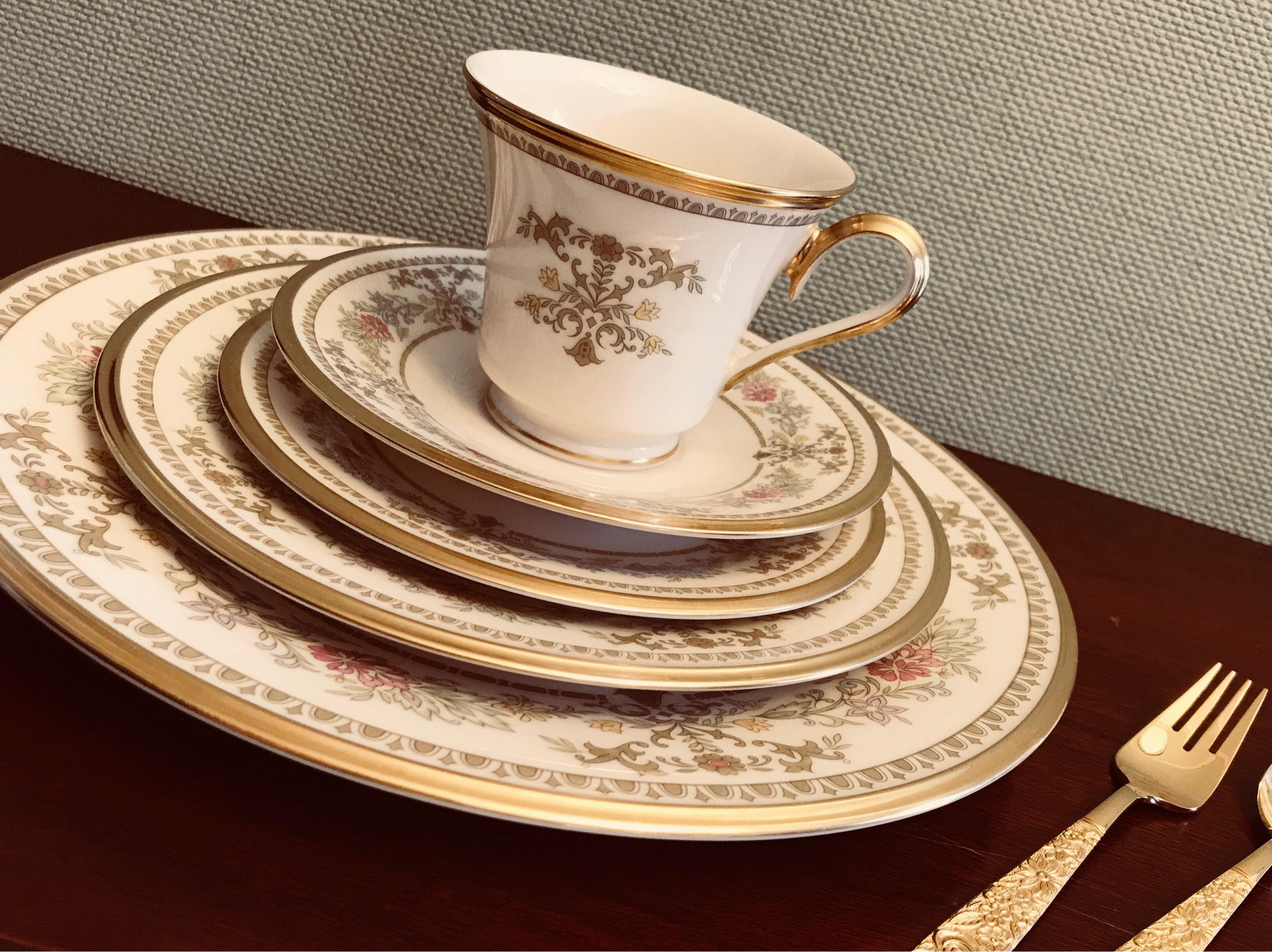 Lenox Wedding Gifts: Lenox China Castle Garden 5 Pc Place Setting, Luxury